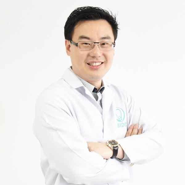 ทพ. ปรีดา พึ่งพาพงศ์ DDS MSc Thailand Dentists